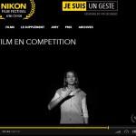 Une volontaire participe au festival Nikon