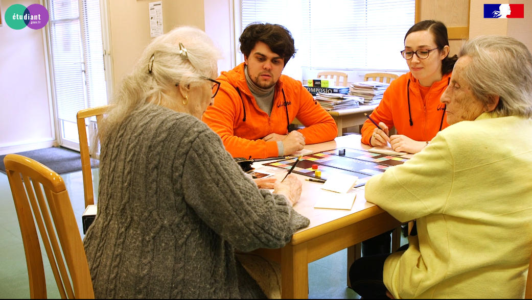 Reportage sur un volontaire engagé auprès des personnes âgées